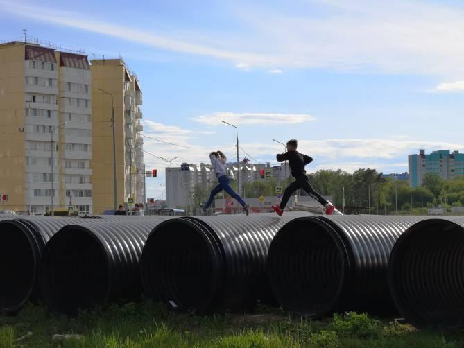 На улице Романа Брянского дети устроили опасные игры
