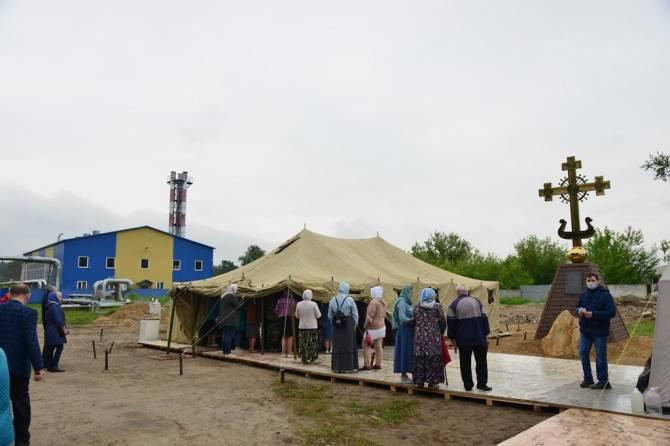 В Сельцо освятили поклонный крест на месте строительства храма Луки Крымского