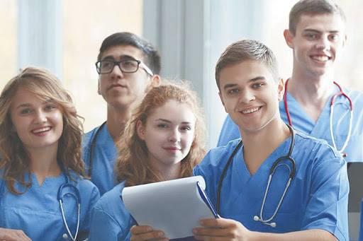 На Брянщину вернулись после учебы в вузе 96 молодых врачей