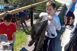 В брянском поселке Ивот устроили рейд против мусора