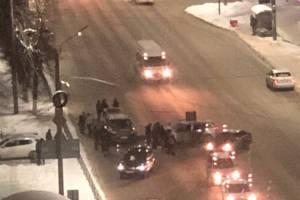 В Брянске на Красноармейской  возле ТРЦ «Мельница» произошло ДТП