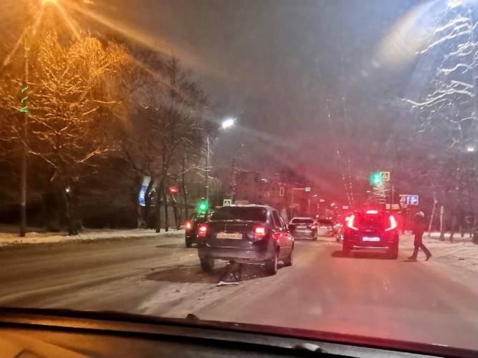 В Брянске на Литейной Лада Гранта въехала в такси
