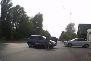 В Брянске на Флотской водитель легковушки сбил мотоциклиста