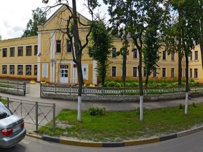 В Брянске назвали причину обрушения штукатурки в школе №33