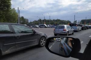 В Брянске образовалась огромная пробка на выезде из Бежицы