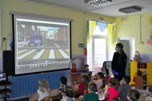 К брянским детсадовцам наведались инспекторы ГИБДД