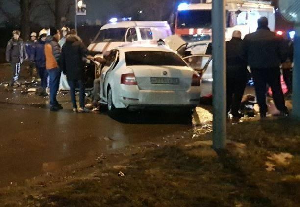 Очевидцы сообщают о пострадавших в лобовом ДТП в Брянске у «Аэропарка»