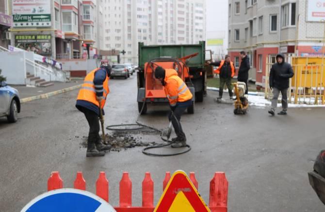 В Брянске дорожников накажут за некачественный ямочный ремонт