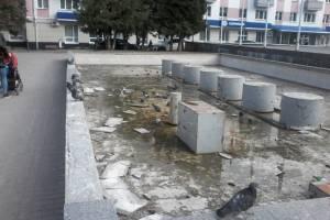 В Брянске начали ремонтировать фонтан на площади Партизан