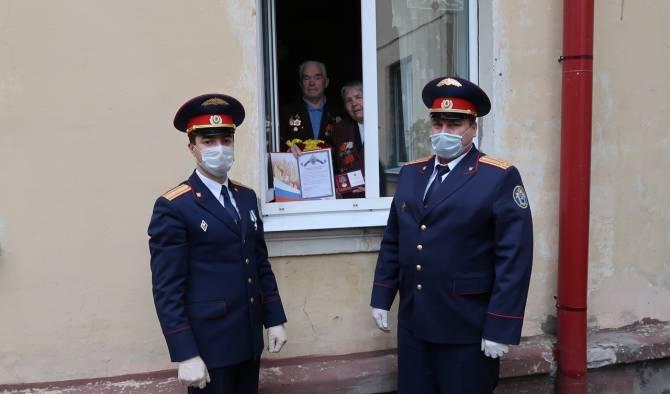 Главный брянский следователь вручил медали ветеранам Великой Отечественной