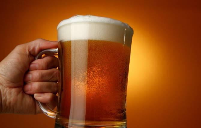 В Брянске бизнесмена наказали из-за бокала пива и иностранных слов