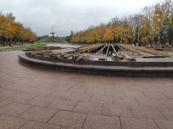 В Брянске фонтан на Кургане Бессмертия начали готовить к зиме