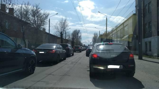 В Брянске проспект Станке Димитрова встал из-за дорожного ремонта