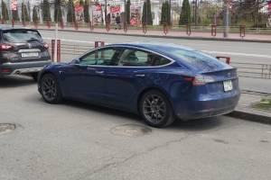 В Брянске заметили знаменитый электромобиль Tesla