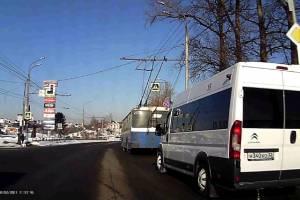 В Брянске маршрутчик и таксист попались на грубом нарушении ПДД