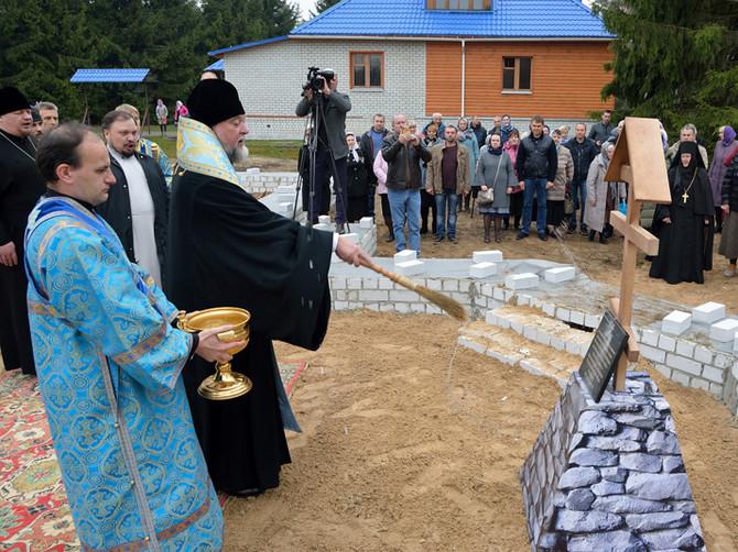 В Клинцах освятили закладной камень храма в честь Пресвятой Богородицы