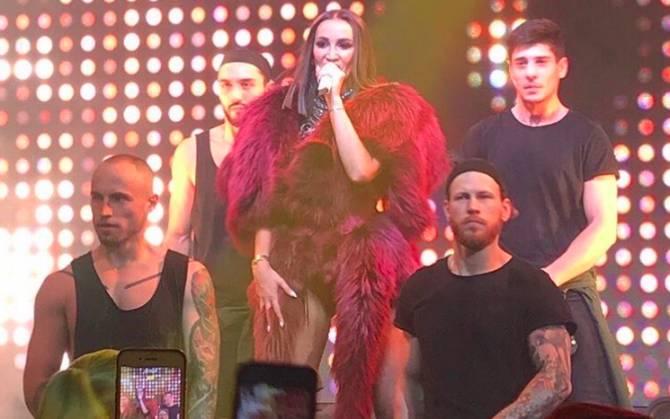В Брянске концерт звезды «ТНТ» Бузовой прошёл с аншлагом