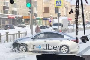 В Брянске на проспекте Московском в аварию попало такси Uber