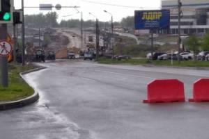 В Брянске на улице Объездной начали укладывать бордюр