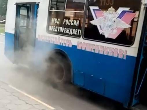 В Брянске сняли на видео возгорание в троллейбусе №1