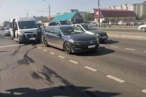 В Брянске в аварии маршрутки и иномарки ранены женщина и девочка