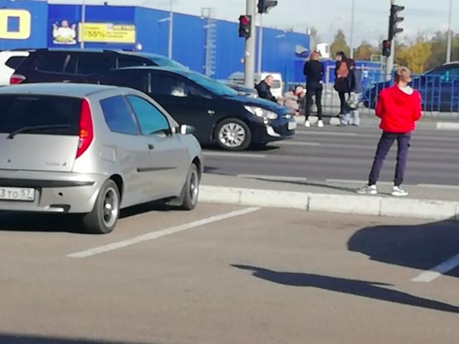 В Брянске у гипермаркета «Линия» легковушка сбила на «зебре» мужчину