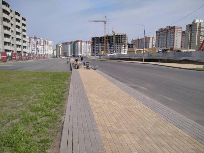В Брянске новую дорогу на улице Горбатова открыли недоделанной
