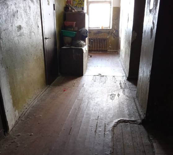 В Брянске жильцы гнилой двухэтажки на Калинина пожалуются на Первый канал