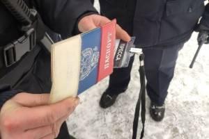 В центре Брянска полиция проверят документы у пешеходов