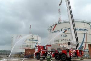 На Брянщине потушили «горящий» резервуар с нефтью