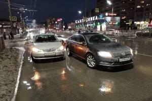 В Брянске у гипермаркета «Линия» столкнулись «немец» и «китаец»