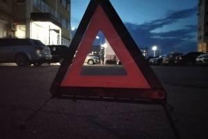 В Брянске на парковке столкнулись две легковушки