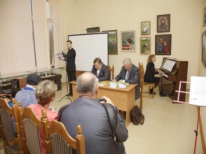 Брянский поэт Юрий Кравцов презентовал десятую книгу