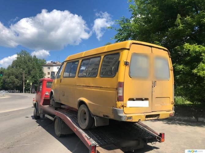 В Брянске водитель возил пассажиров на маршрутке с неисправным рулем
