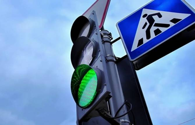 В Брянске возле Дворца единоборств установили светофоры