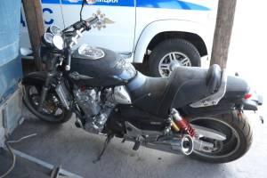 В Трубчевском районе уголовник вскрыл гараж и украл два мотоцикла