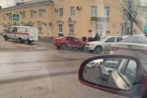 В Брянске автоледи устроила ДТП с «Яндекс.Go»: двое ранены