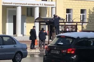В Брянске начали ремонтировать остановку возле строительного колледжа