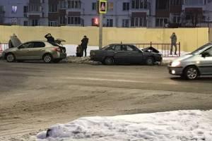На улице Романа Брянского разбились два автомобиля