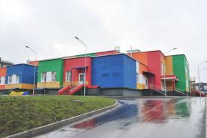 Под Брянском жители ЖК «Мегаполис-Парк» умоляют построить детсад и школу