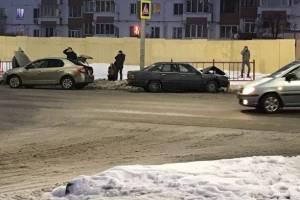 В ДТП на Романа Брянского пострадали два человека
