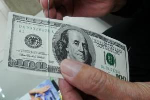 Брянец пытался обменять в банке фальшивую 100-долларовую купюру