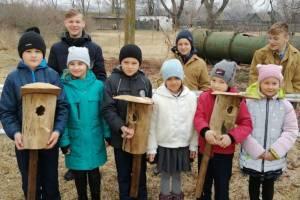 В Карачеве дети с родителями смастерили скворечники для птиц