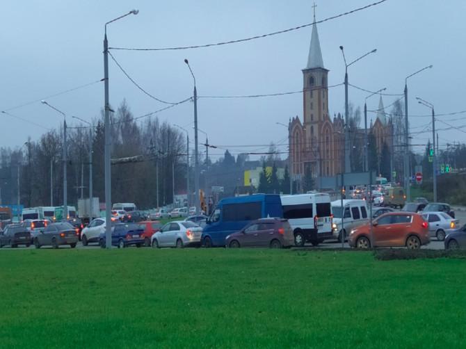 В Брянске на Болгарах образовалась огромная пробка