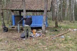 Житель Стародуба убрал в лесу зловонные отходы