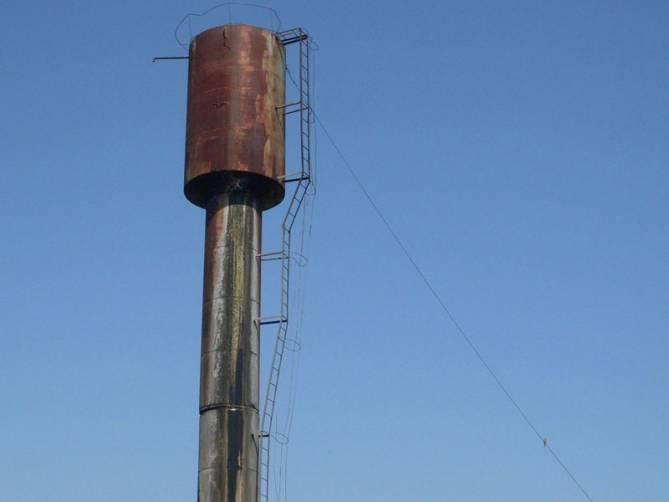 Жителям брянского села грозило наводнение из-за давшей течь водонапорной башни