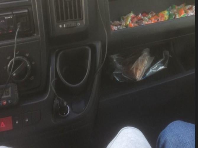 В Брянске водителя маршрутки поблагодарили за конфеты