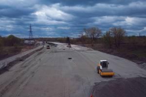 Ежедневно на дорогу Брянск I-Брянск II укладывают тысячу тонн асфальта