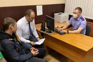 В Брянске пьяный водитель сломал ногу полицейскому