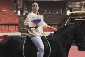 Работники брянского цирка прочитали на камеру стихотворение о России